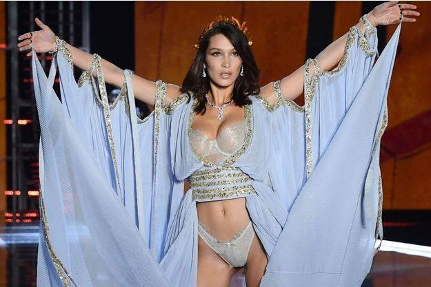 Bella Hadid au défilé Victoria's Secret