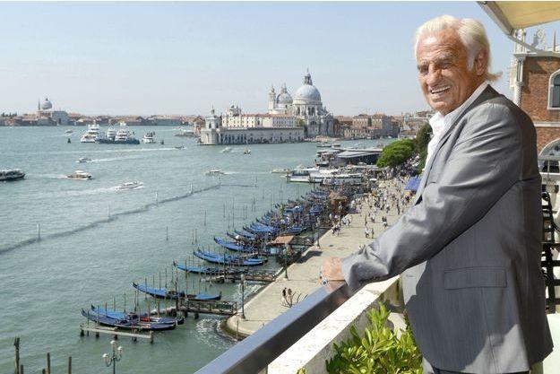 Le 9 septembre, Jean-Paul Belmondo sur la terrasse du Danieli, avec vu sur le Grand Canal, la lagune et la basilique San Giorgio Maggiore.
