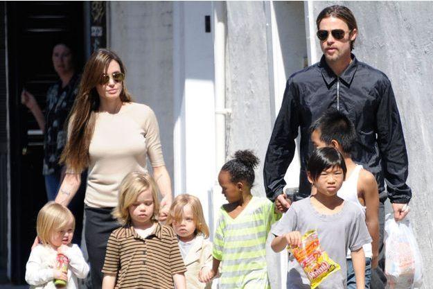 Angelina Jolie, Brad Pitt et leurs enfants en 2011