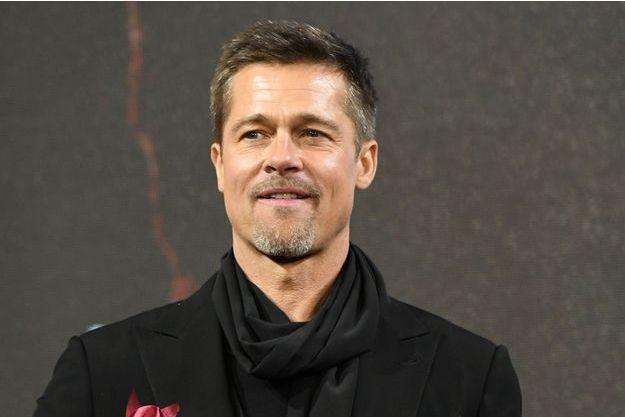 """Brad Pitt à l'avant-première de """"Alliés"""" à Shanghai, en Chine, le 15 novembre 2016."""