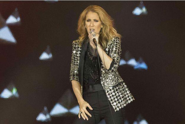 Malgré la peine, elle maintient son concert à Las Vegas — Céline Dion