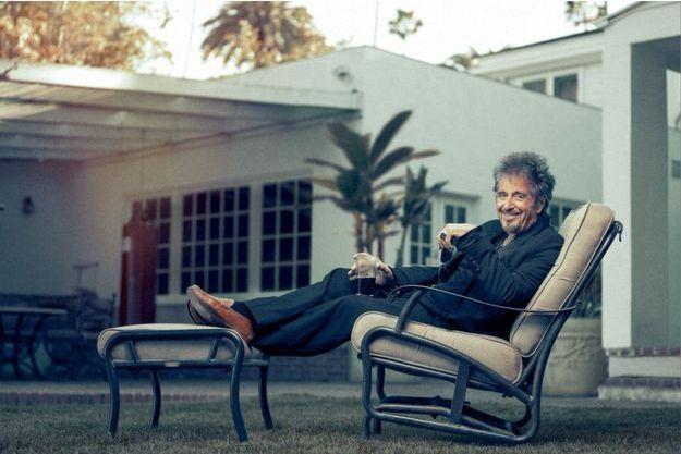 Al Pacino, dans le jardin de sa maison à Beverly Hills. Il y vit en saltimbanque, toujours de passage... mais depuis huit ans.