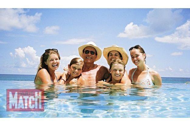 Voyage en famille à Hawaii, en 2007.  De g. à dr: Katherine, Christopher, Arnold, Maria, Patrick et Christina.