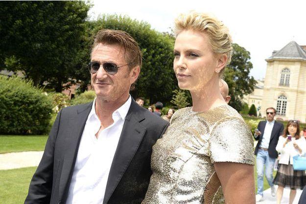 Charlize Theron et Sean Penn à leur arrivée au défilé Dior au début du mois.