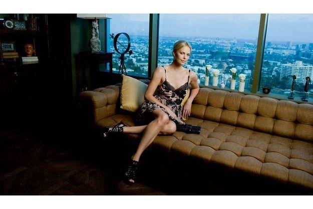 L'actrice, le 27 avril à Los Angeles, dans les salons du Soho House, avant un dîner de gala organisé en partenariat avec Dior au profit de sa fondation.
