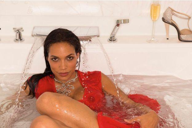 Rosario Dawson, lundi 20 mai, en bijoux haute joaillerie Montblanc et robe Fendi, dans la suite Jimmy Choo du Grand Hyatt Cannes Hôtel Martinez. La jeune Américaine est à l'affiche de «Trance», le nouveau film de Danny Boyle, au côté de Vincent Cassel.