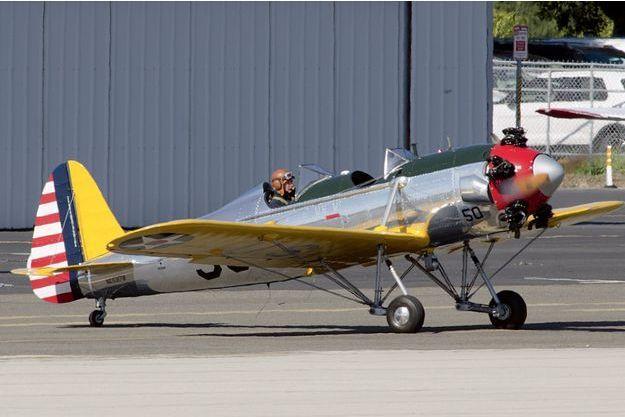 Le 5 mars, 14h15, à bord de son Ryan ST3KR, un appareil de la Seconde Guerre mondiale qu'il a restauré  et fait repeindre, Harrison Ford quitte son hangar de l'aéroport de Santa Monica.
