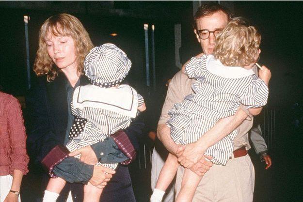 Mia Farrow et deux de leurs enfants.
