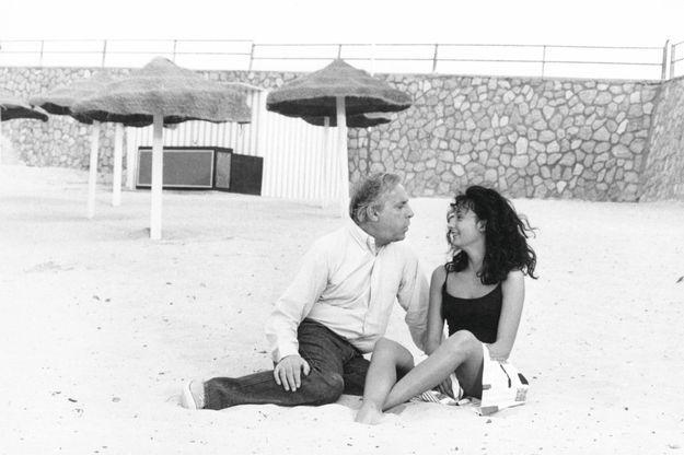 En 1982, Caroline rejoint son père à Monastir, en Tunisie, lors du tournage de «Deux heures moins le quart avant Jésus-Christ», de Jean Yanne.