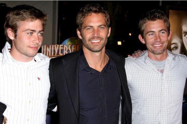 Paul Walker entouré de Cody et Caleb, ses frères, en 2009.