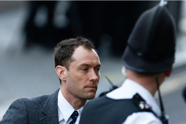 Jude Law à son arrivée au tribunal, lundi à Londres.