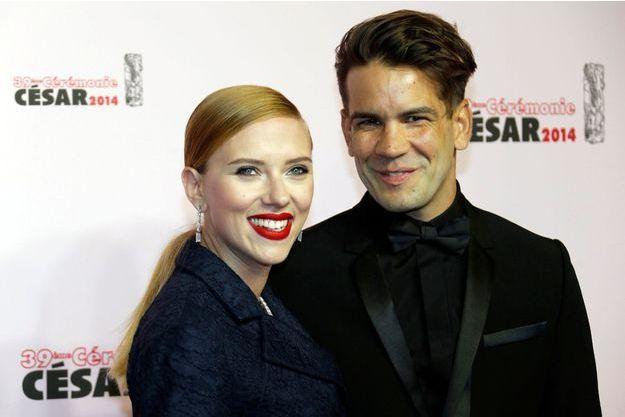 Scarlett Johansson aux côtés de son compagnon Romain Dauriac lors de la dernière cérémonie des César, en mars dernier.