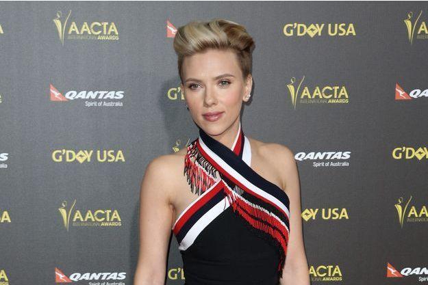 Scarlett Johansson fait son retour sur tapis-rouge