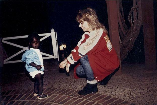 En 1987, au Sénégal, avec Babacar. Un nom que tous les Français vont apprendre à chanter.