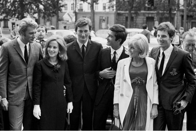 Johnny Hallyday, Pascale Audrey, Francis Dreyfus, Jean-Claude Brialy, Sylvie Vartan et Hugues Aufray en 1965.