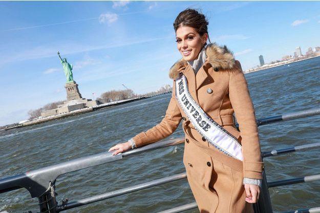 Iris Mittenaere raconte ses premiers pas en tant que Miss Univers.
