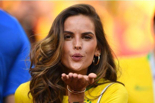 Supportrice GoulartLa Izabel Sexy Du Brésil mnvN80wO