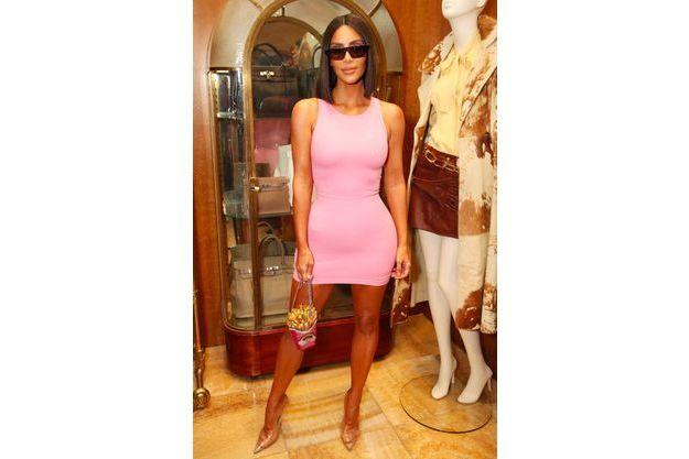 Pink Christie's Kardashian Kim Candy Party en nPkXN8wZ0O