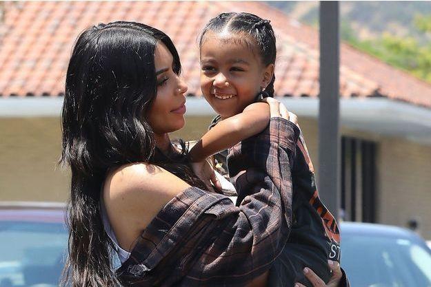 Kim Kardashian et sa fille North West, le 22 juin 2017.