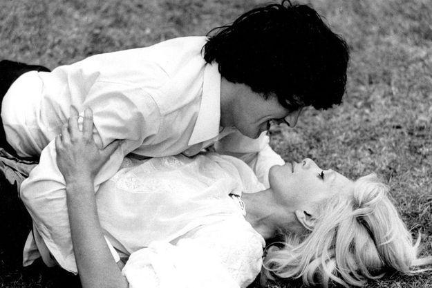 """Alain Delon et Mireille Darc dans """"Madly""""."""