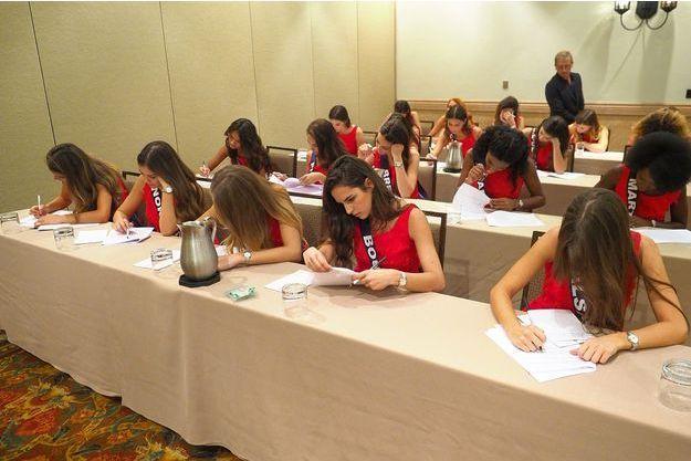 Les candidates à Miss France 2018 ont passé le test de culture G jeudi.