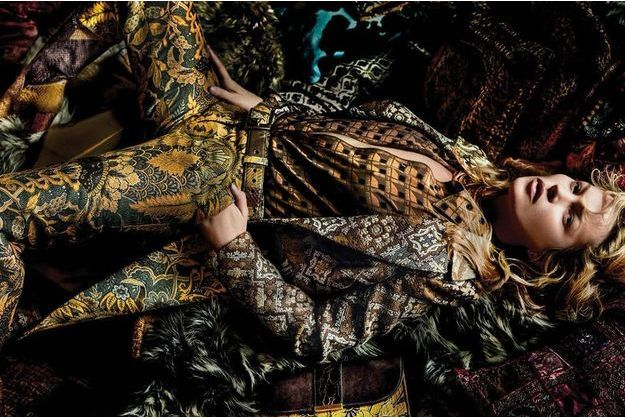 Kate Moss pose pour la campagne Etro sous l'oeil du photographe Mario Testino.