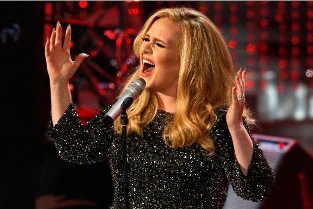 "Adele chante ""Skyfall"" à 85ème cérémonie des Oscars à Hollywood, le 24 février 2013."