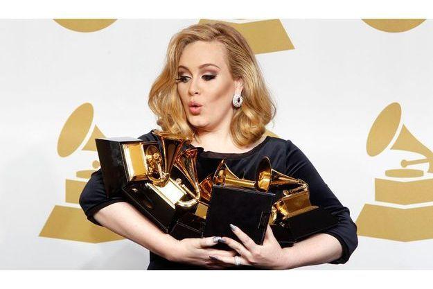 Adele, lors de la soirée des Grammy Awards.