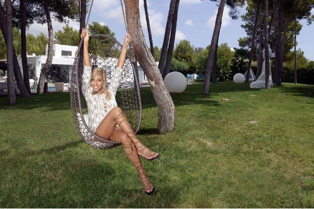 Le 12août, dans la villa du couple à Ibiza. Cathy passe l'été avec ses deux enfants, Tim Elvis, 10 ans, et Angie, 6 ans.