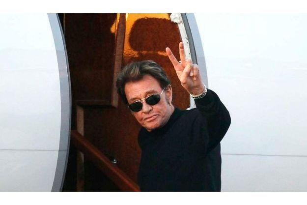 Dimanche, il a pris l'avion avec son épouse Laetitia à l'aéroport du Bourget, à Paris.