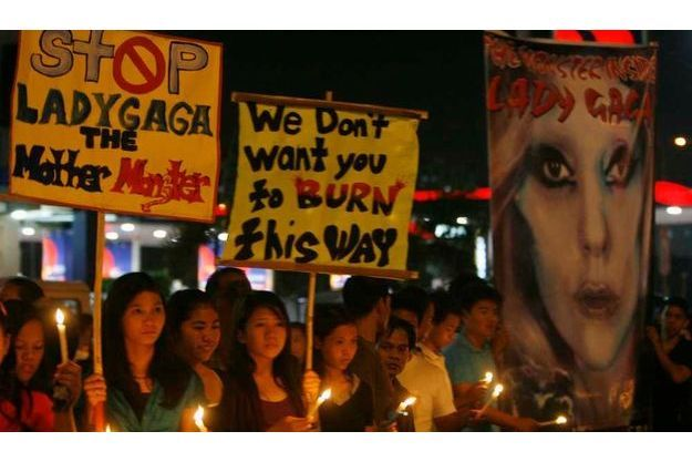 Manifestation contre Lady GaGa à Manille.