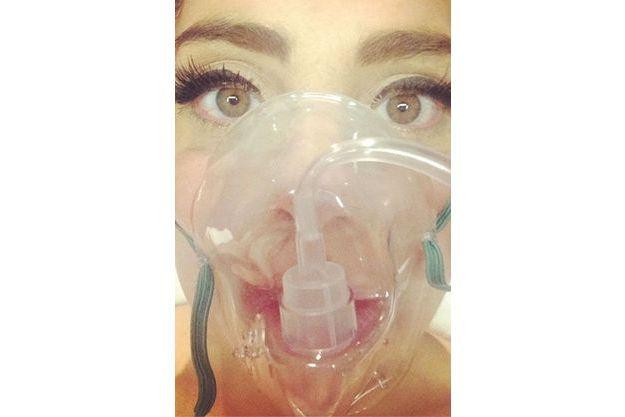Lady Gaga fait un selfie à l'hôpital de Denver