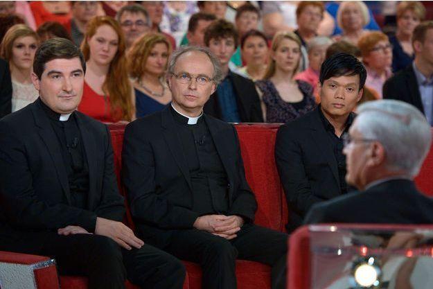 Les Prêtres et Mgr di Falco invités à «Vivement Dimanche» sur France 2 le 2 avril 2014