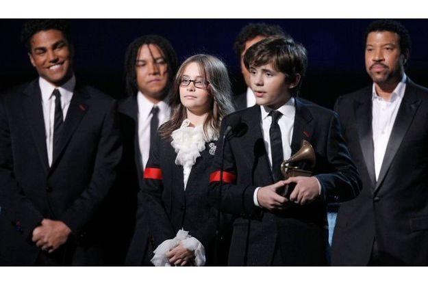 Les deux aînés de Michael Jackson, Paris et Prince Michael, aux Grammy Awards 2010.