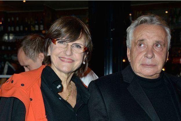 Michel Sardou avec sa femme Anne-Marie Perrier à Paris, le 16 octobre 2013.