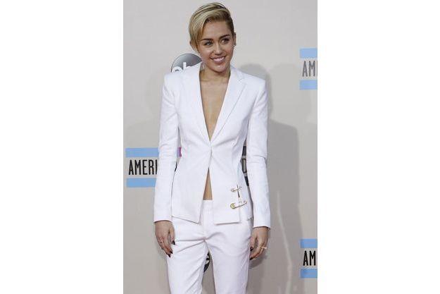 Miley Cyrus arrive à la 41e cérémonie des AMA's le 24 novembre dernier