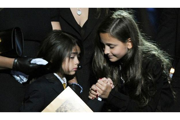 Les deux enfants de Michael Jackson, Paris et Blanket, rendent hommage à leur père.