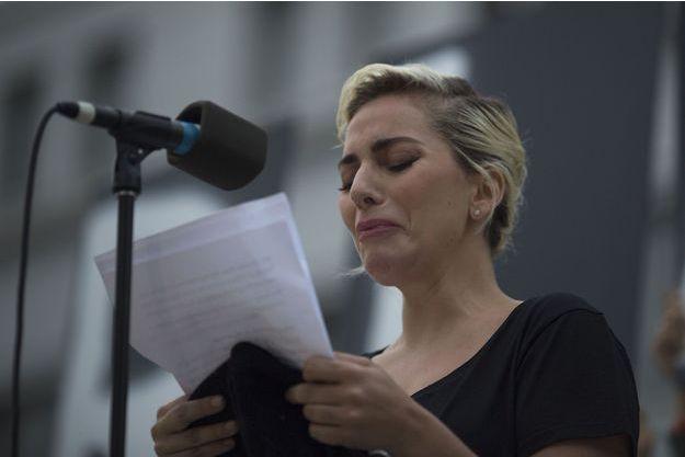 Lady Gaga lors de la veillée en hommage aux victimes d'Orlando, lundi à Los Angeles.