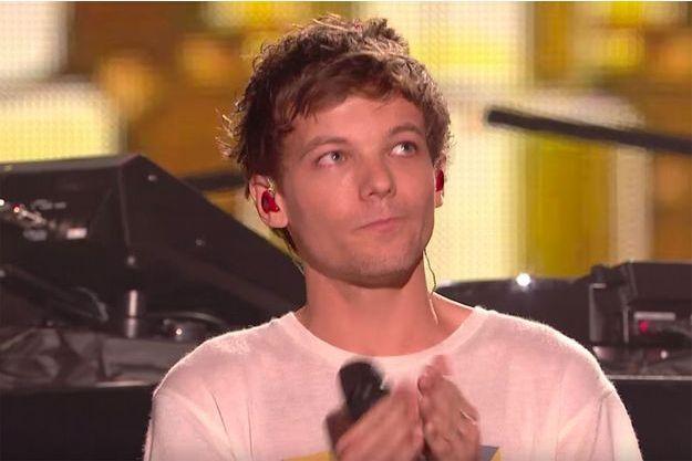 """Louis Tomlinson sur la scène de """"X Factor"""""""