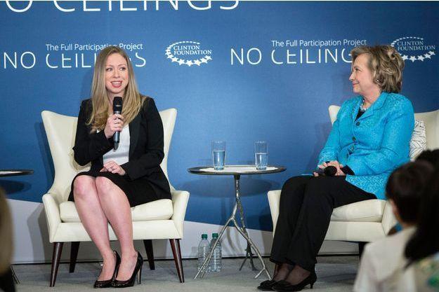 Chelsea et Hillary Clinton lors d'une conférence à New-York jeudi.