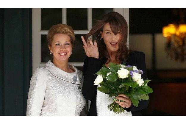 Carla Bruni-Sarkozy et l'épouse du Premier ministre russe, Svetlana Medvedeva à Deauville.