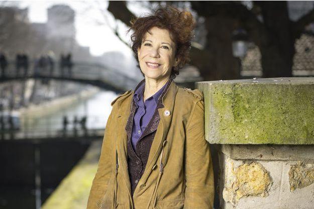 Véronique Colucci posant pour Paris Match le 8 mars 2014, à l'occasion du 29ème anniversaire des Restos du coeur,