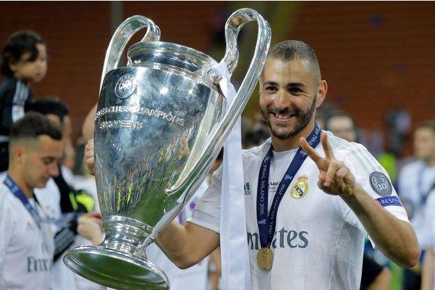 Karim Benzema célèbre la victoire du Real Madrid face à l'Atletico Madrid pour la finale de la Champions League, 2016