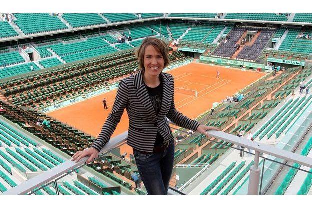 Justine Henin devant le court Philippe Chatrier