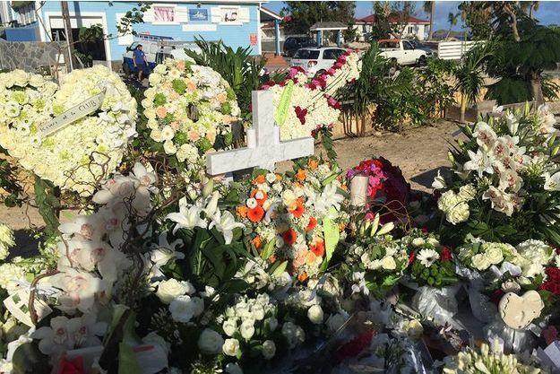 La tombe de Johnny Hallyday, le jour d'après.