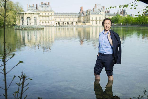 Dans l'étang des Carpes, le 22 avril au château de Fontainebleau, sur le tournage d'un « Secrets d'Histoire » consacré à Marie de Médicis.