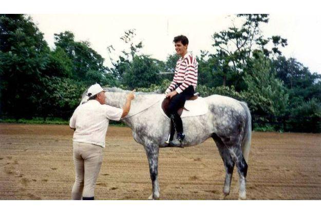 « J'ai 24 ans, je vais descendre  de cheval pour enfourcher ma foi. »
