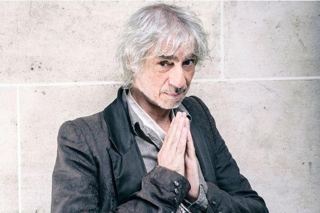 Son nouvel album,  «Suis-moi», vient de sortir chez Polydor/ Universal. En médaillon,  le musicien virtuose Bijaya Vaidya.