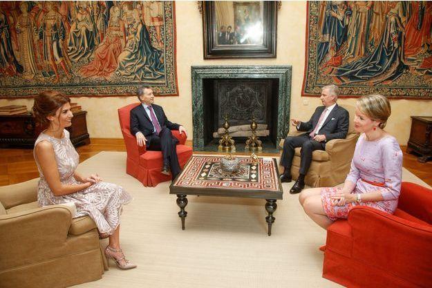 La reine Mathilde et le roi Philippe de Belgique avec le président argentin Mauricio Macri et son épouse Juliana Awada à Bruxelles, le 4 juillet 2016