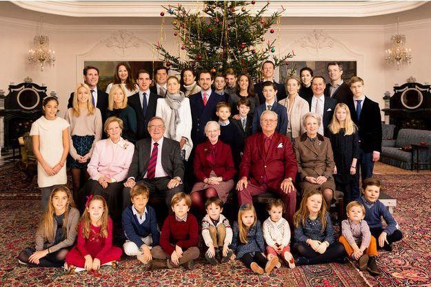 La reine Margrethe II de Danemark, entourée de sa famille et de celle de ses sœurs Benedikte et Anne-Marie de Grèce, à Fredensborg, Noël 2014